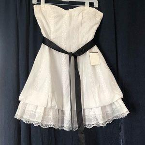 Dresses & Skirts - Ruffled country-styled sleeveless white dress